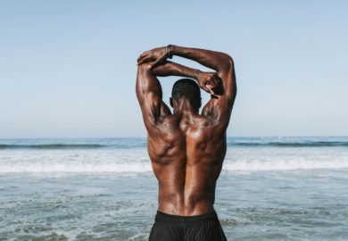 Jak wykonywać ćwiczenia na drążku?